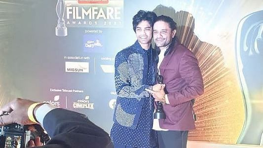 "<div class=""paragraphs""><p>Babil shared a picture with Jaideep Ahlawat from the Filmfare red carpet</p></div>"