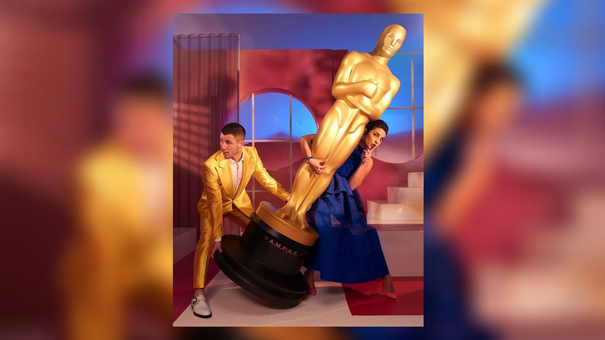 Priyanka, Nick Try To Steal an 'Oscar' After Announcing Nominees