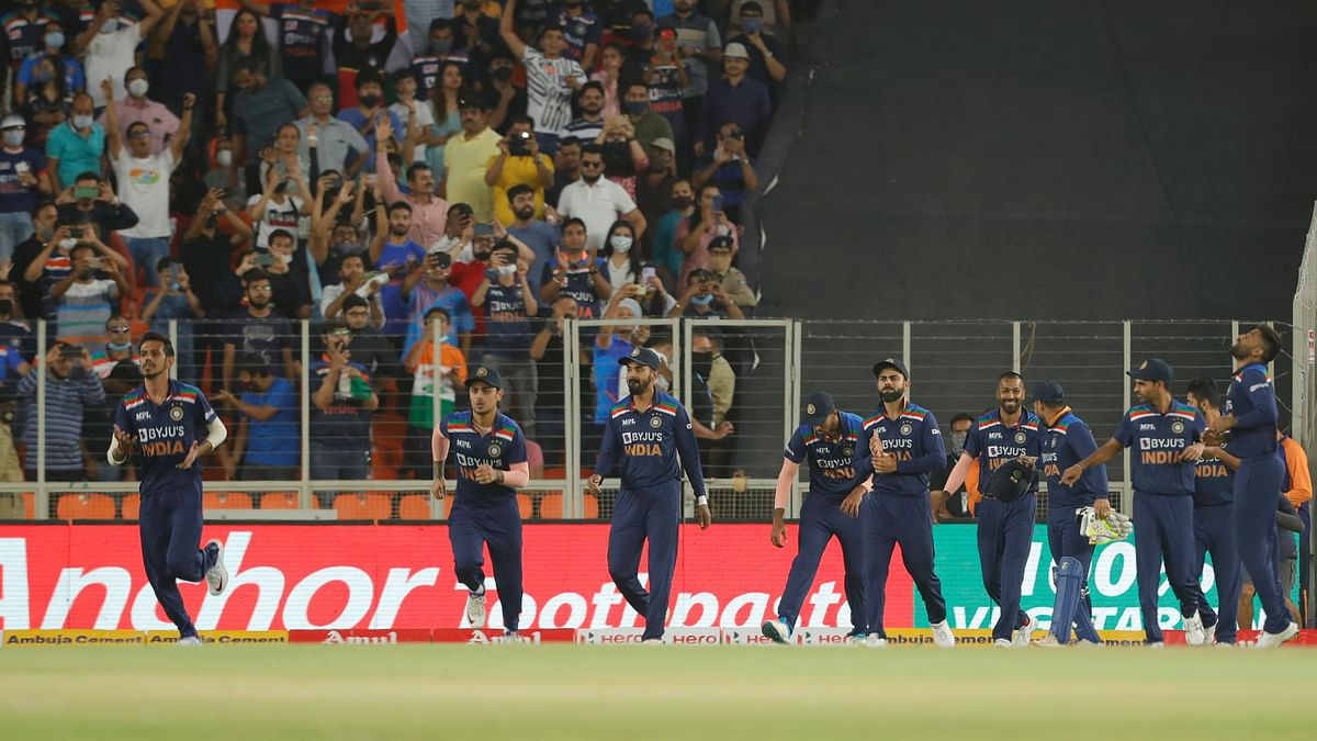 India walk out to field in the 2nd T20I vs England