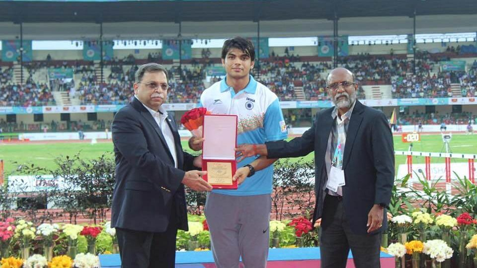 Adille Sumariwalla felicitating javelin thrower Neeraj Chopra