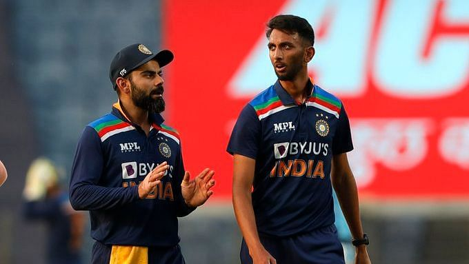 Prasidh Krishna and Virat Kohli have a discussion during the 2nd ODI against England.