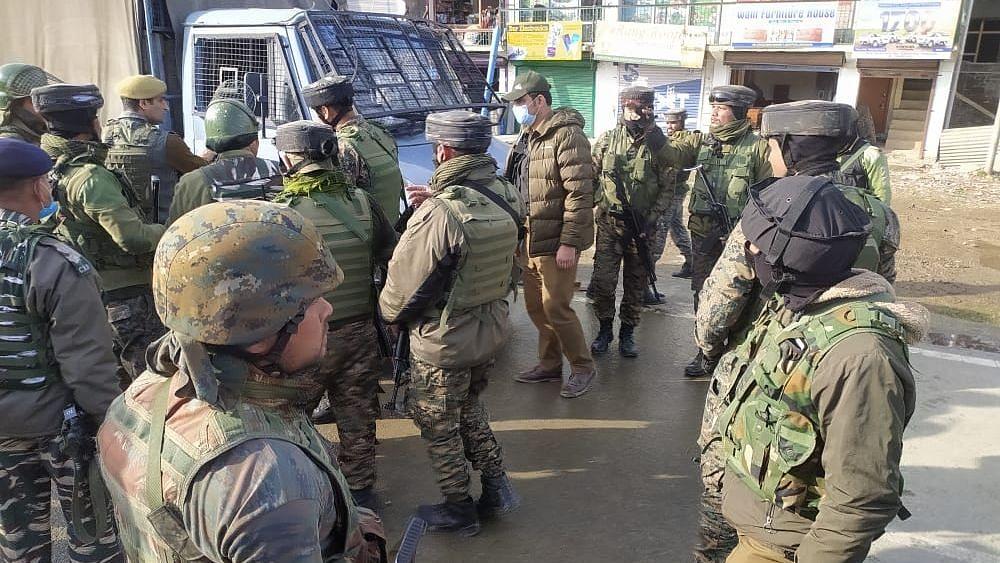 2 CRPF Jawans Killed, 2 Injured in Terrorist Attack in Lawaypora