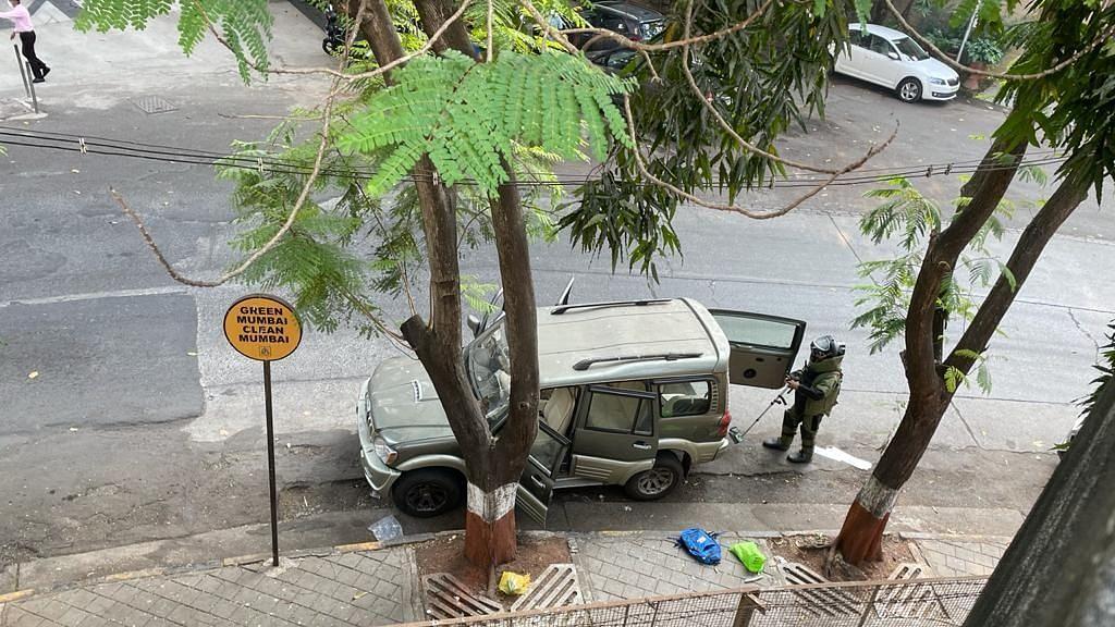 The bomb disposal squad of the Mumbai Police found an abandoned Scorpio that triggered a bomb scare near Mukesh Ambani's residence Antilia.