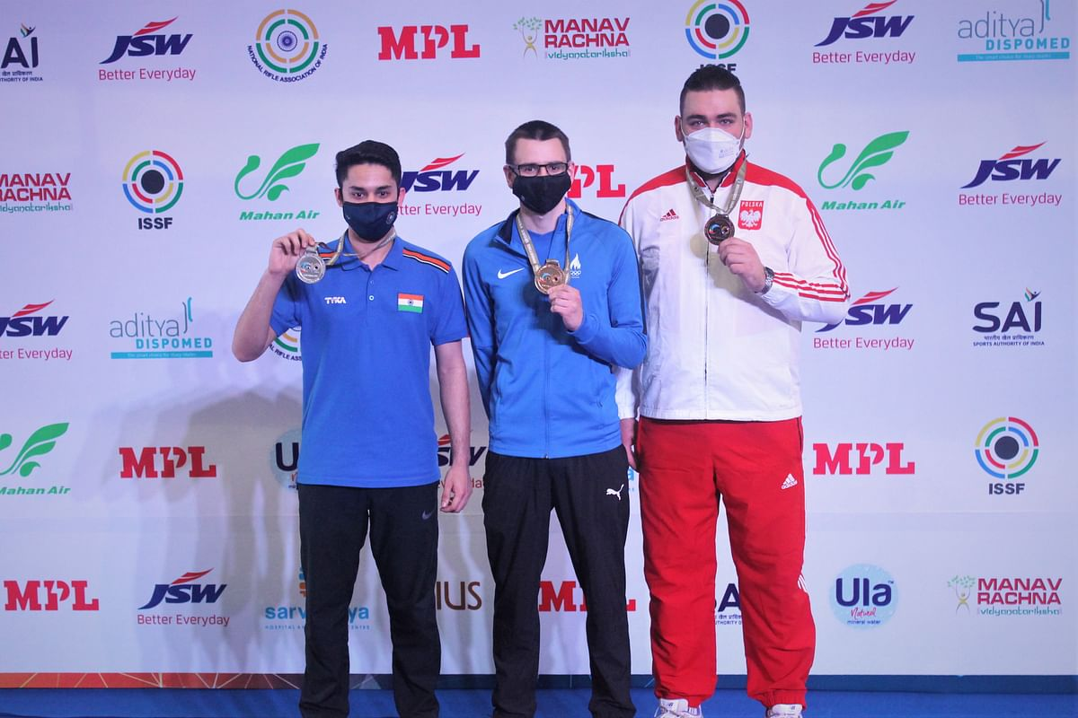 India's Vijayveer Sidhu stands with his silver medal in the 25m Rapid Fire Pistol Men's final at the 2021 ISSF World Cup in N