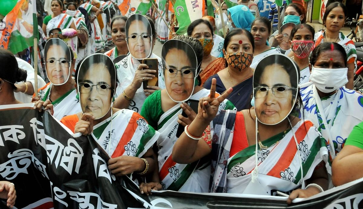 5 L Jobs a Yr, Youth Credit Cards: Mamata Releases TMC Manifesto