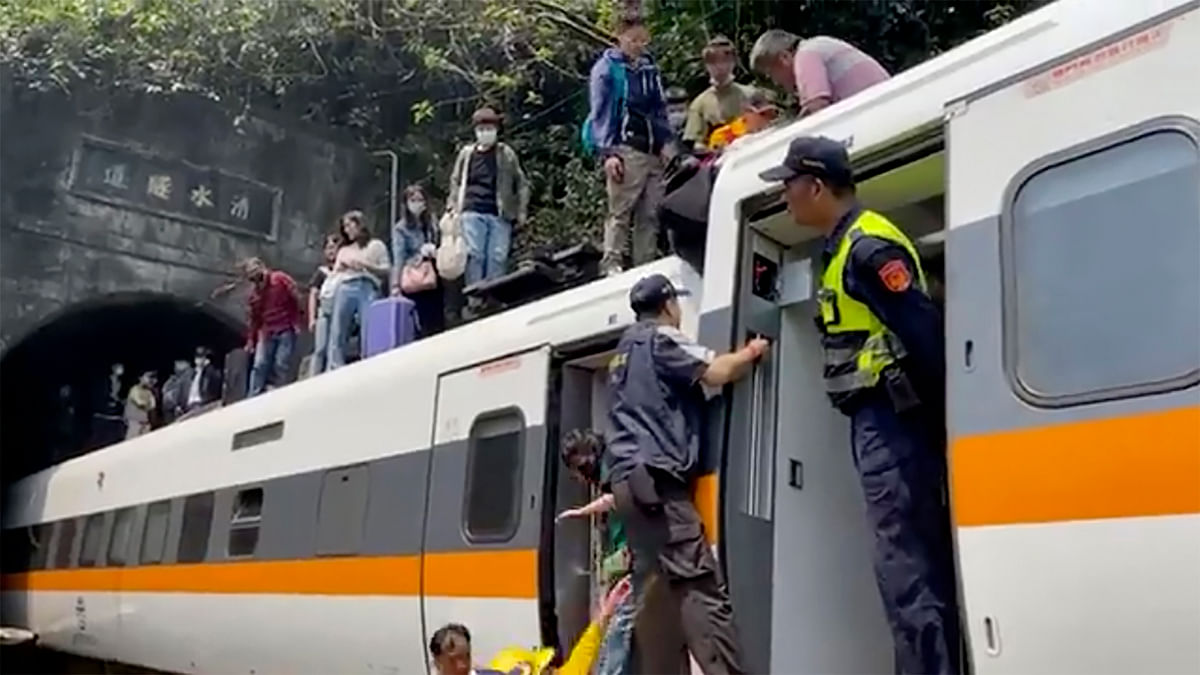 48 Dead, 118 Injured As Train in Taiwan Derails With  350 Onboard