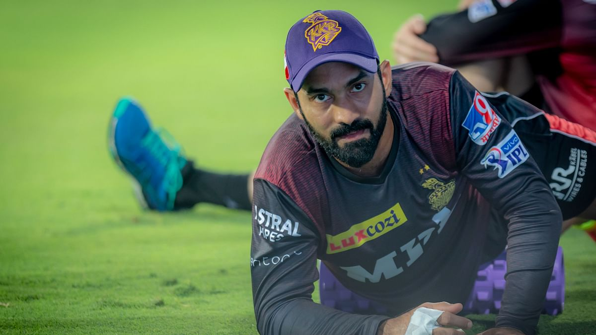 Dinesh Karthik warming up before the game against SRH.