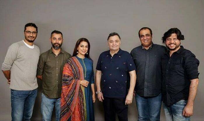 "<div class=""paragraphs""><p>Juhi Chawla and Rishi Kapoor with the makers of 'Sharmaji Namkeen'</p></div>"