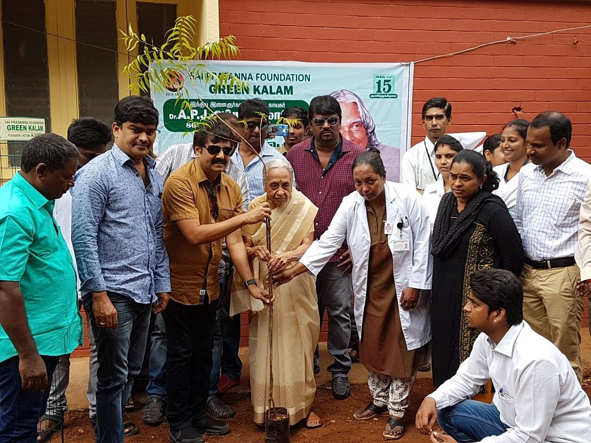 In 2017, Vivek planted several saplings at the Adyar Cancer Institute under the guidance of Padma Vibhushan Shantha.