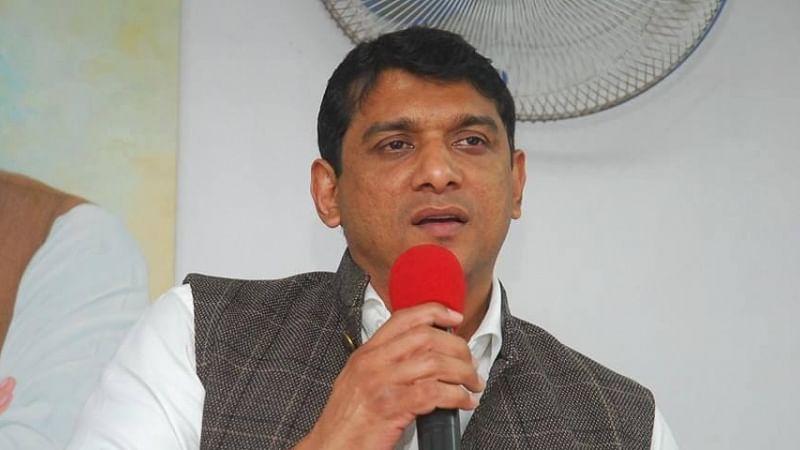 """<div class=""""paragraphs""""><p>Maharashtra textile minister Aslam Shaikh.</p></div>"""