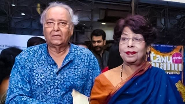 """<div class=""""paragraphs""""><p>File photo of Soumitra and Deepa Chatterjee.</p></div>"""