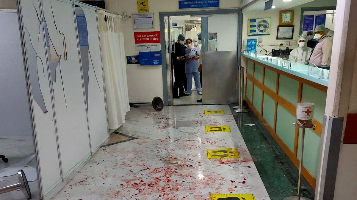 Violence broke out between hospital staffers and relatives of a patient at Apollo Hospital.