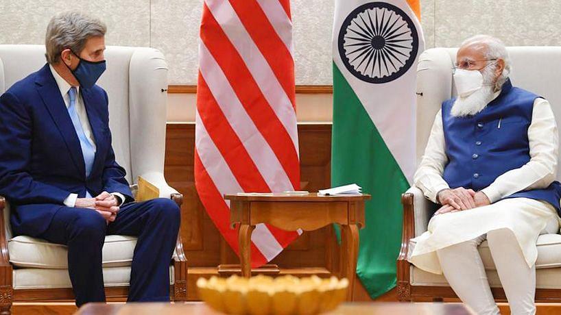 John Kerry (left), Prime Minister Narendra Modi (right)