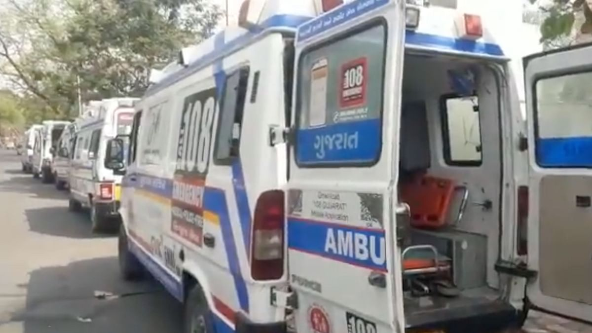 """<div class=""""paragraphs""""><p>On Tuesday afternoon, a journalist tweeted purported visuals of 108 ambulances with COVID patients waiting for four to six hours outside the Ahmedabad Civil Hospital.&nbsp;</p></div>"""