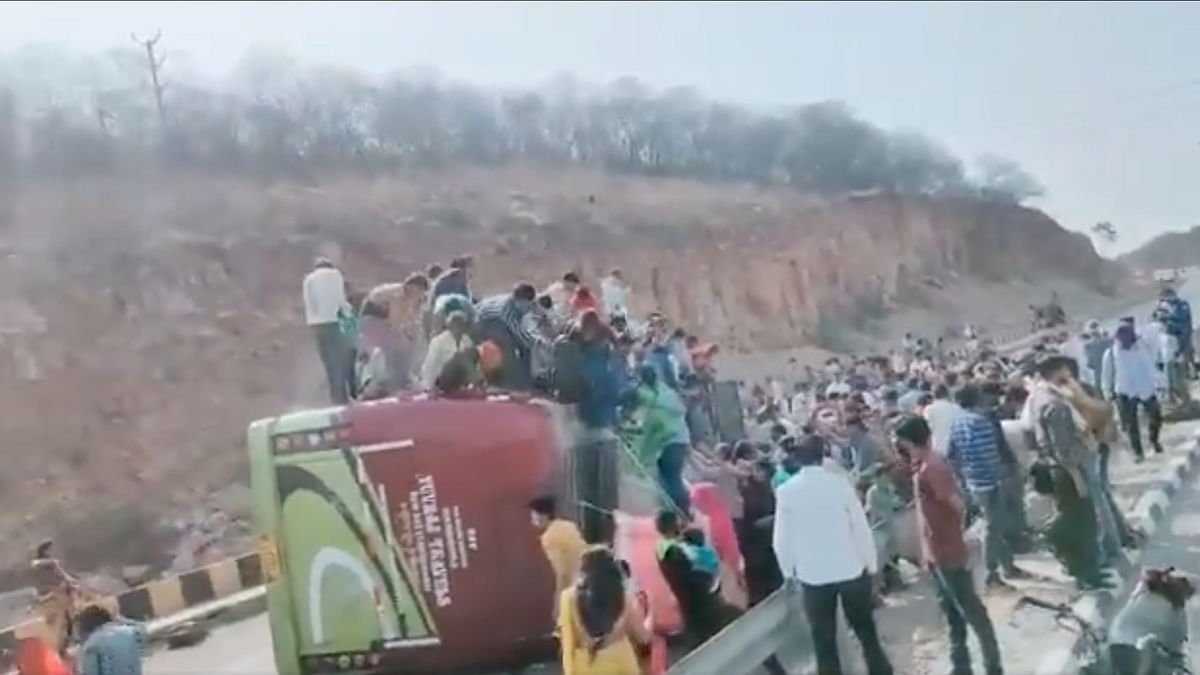 A bus ferrying labourers from Delhi to Tikamgarh in Madhya Pradesh overturned at Jhorasi ghati