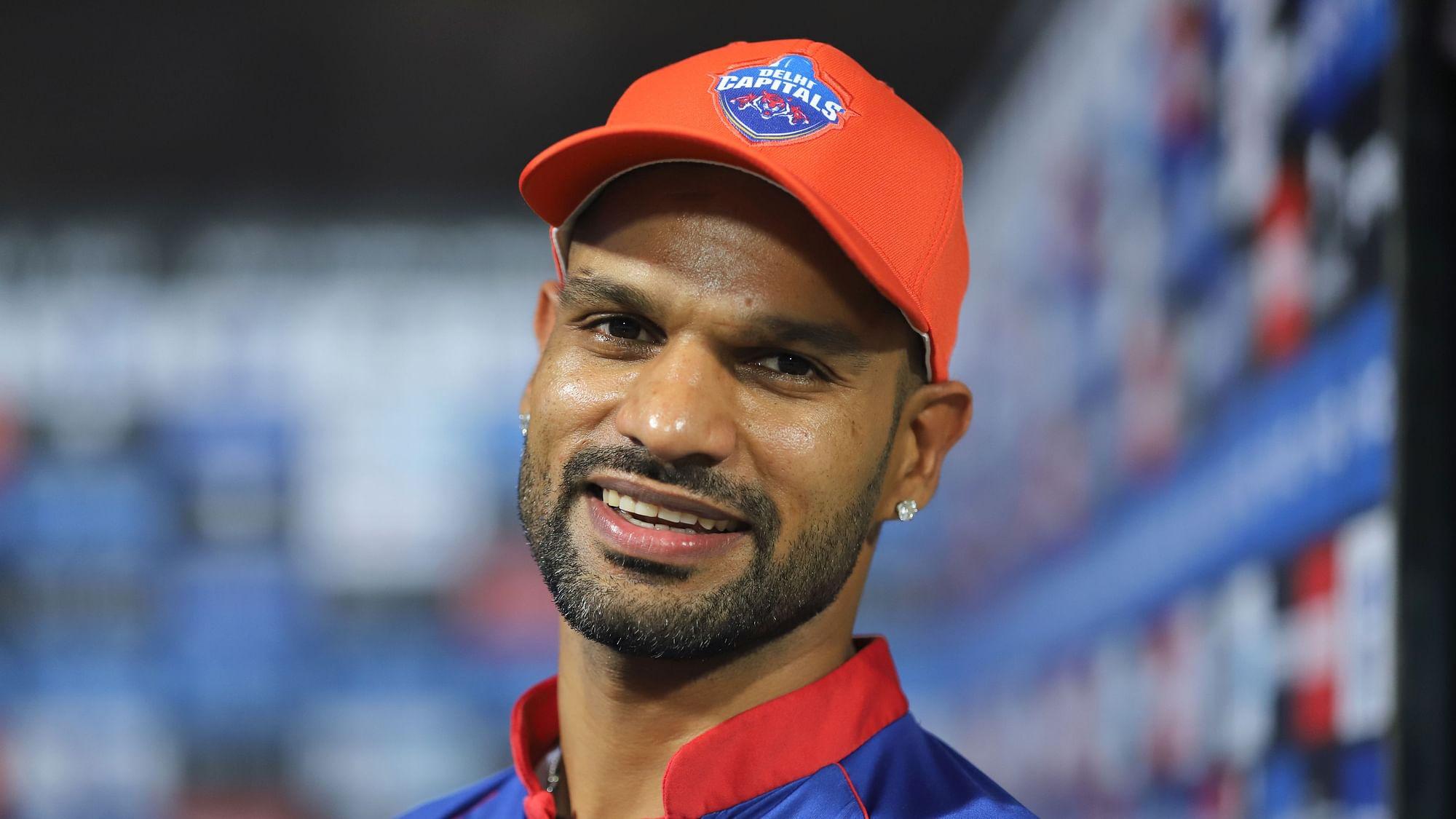 शिखर धवन आईपीएल 2021 में सबसे ज़्यादा रन बनाने वाले खिलाड़ी है। उनके नाम 8 मैचों में 380 रन है।