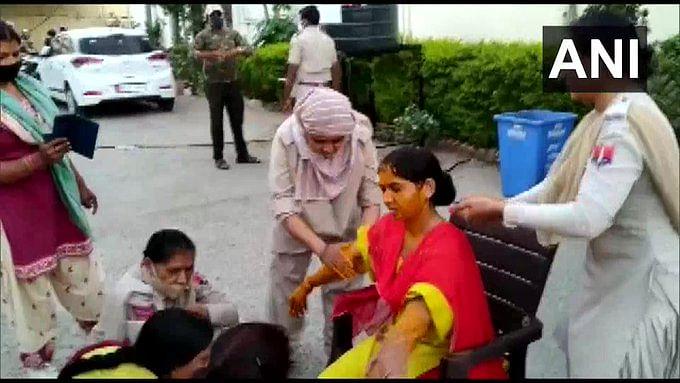 "<div class=""paragraphs""><p>Constable Asha at her haldi ceremony</p></div>"