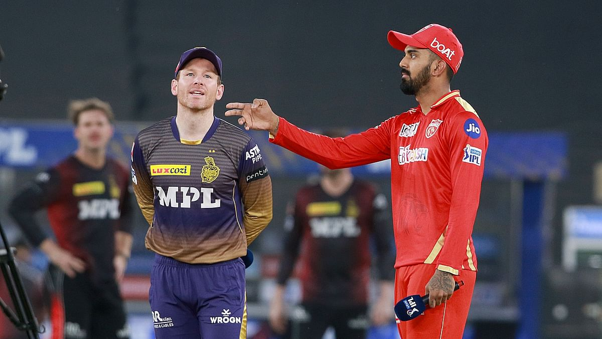 KL Rahul and Eoin Morgan at the toss for Punjab and KKR.