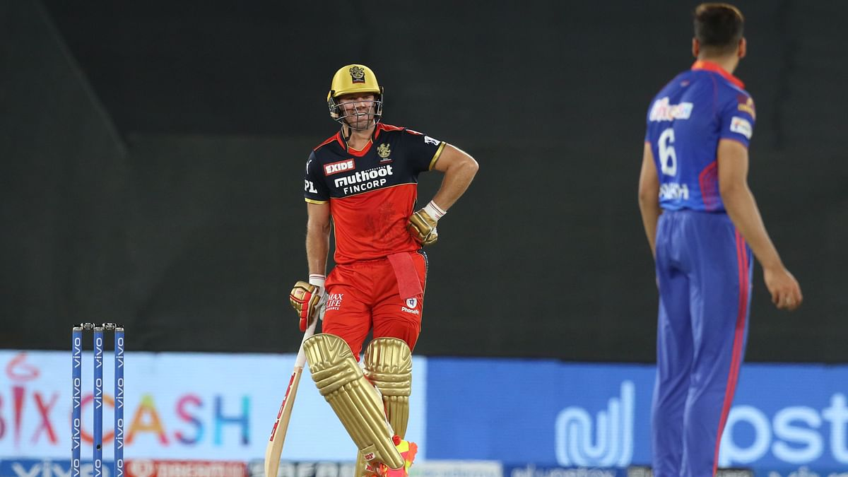 AB de Villiers and Avesh Khan in a staring contest during the RCB innings.