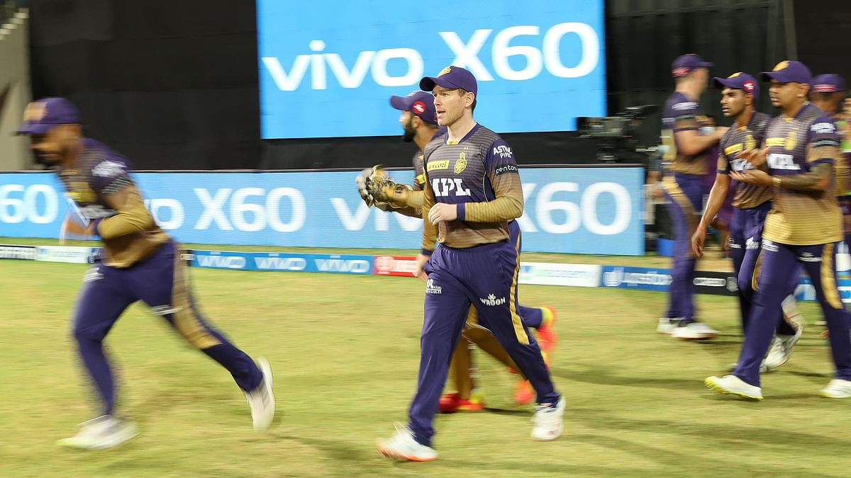 Eoin Morgan leads out the KKR team to field