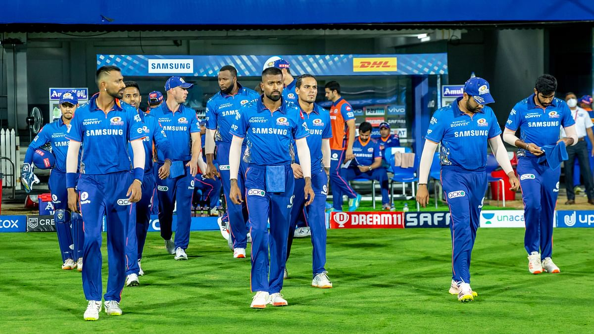 Mumbai Indians walking out to field against RCB.