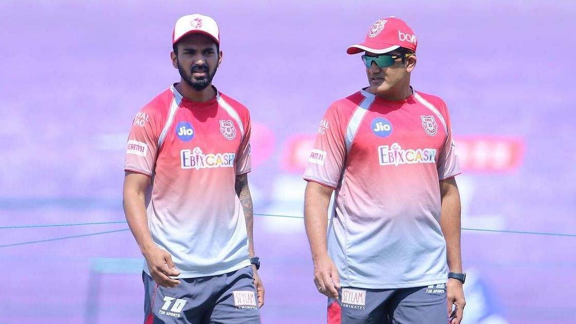 KL Rahul and Anil Kumble during a training session in IPL 2020.