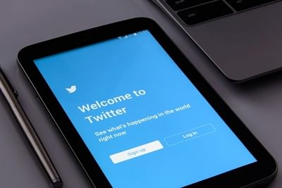 Twitter Adds COVID-19 Vaccine Fact Box on Users' Timelines