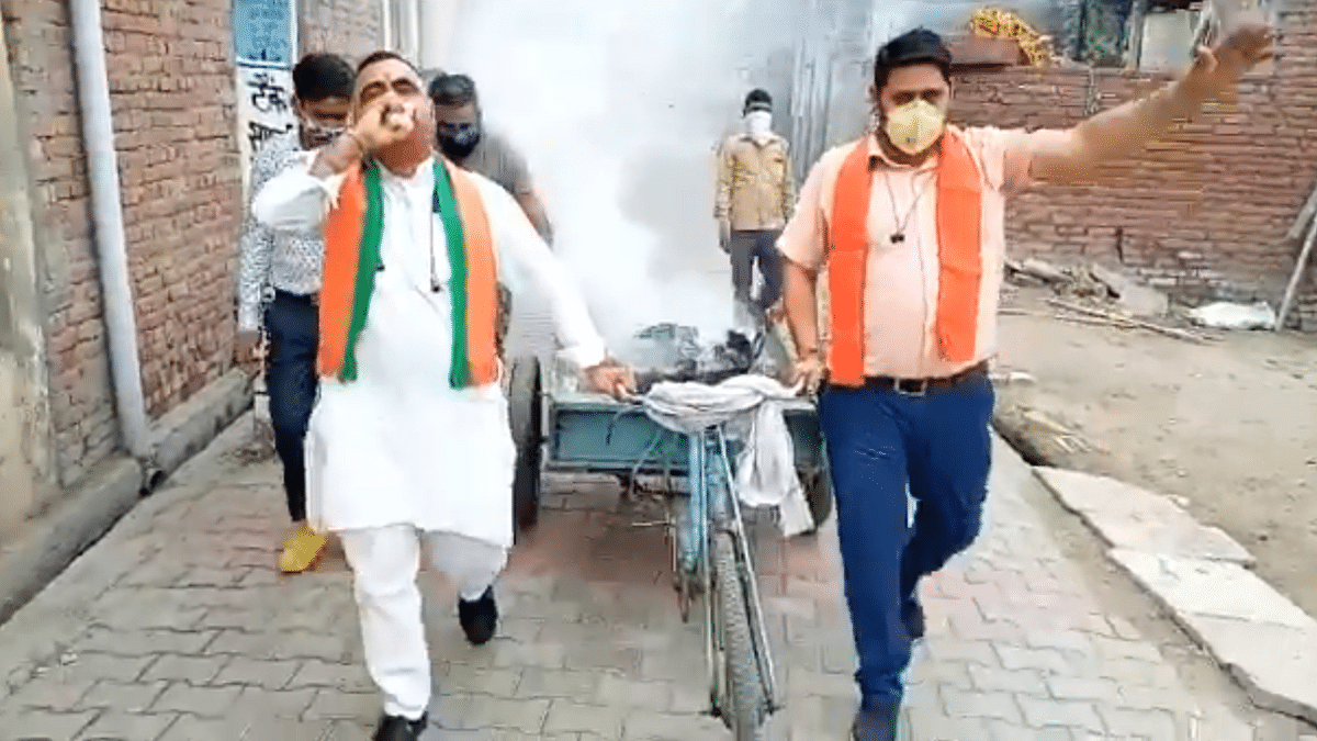 BJP Leader Blows Conch, Does Hawan to End COVID-19, Netizens React