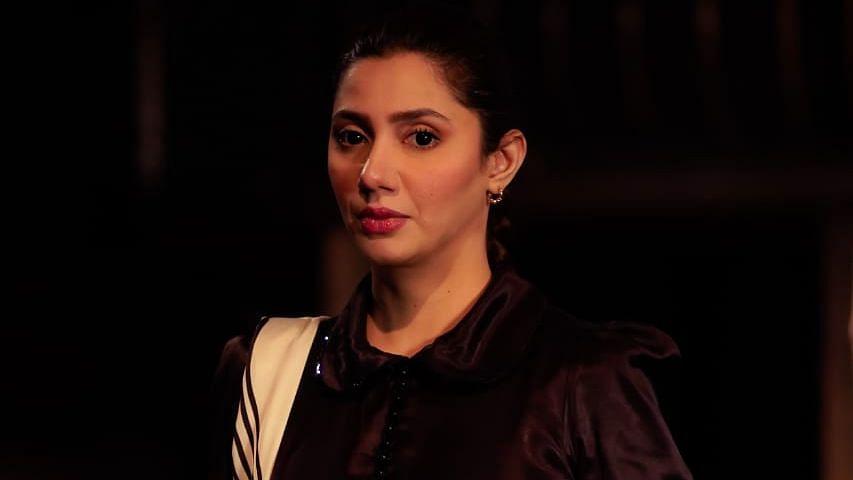 """<div class=""""paragraphs""""><p>Mahira Khan.</p></div>"""