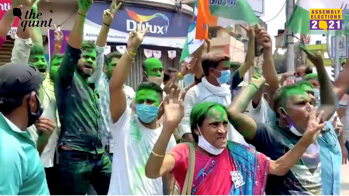Gathering of people in Kolkata, West Bengal on counting day.