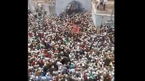 Dense Crowd, COVID Norms Flouted at UP Religious Leader's Funeral