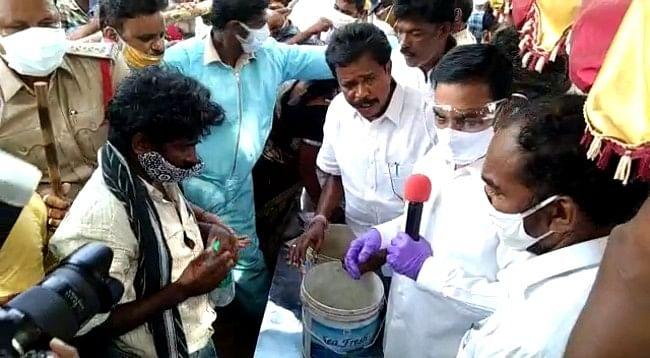 MLA Kakani Govardhan Reddy and Anandaiah distributing the preparations