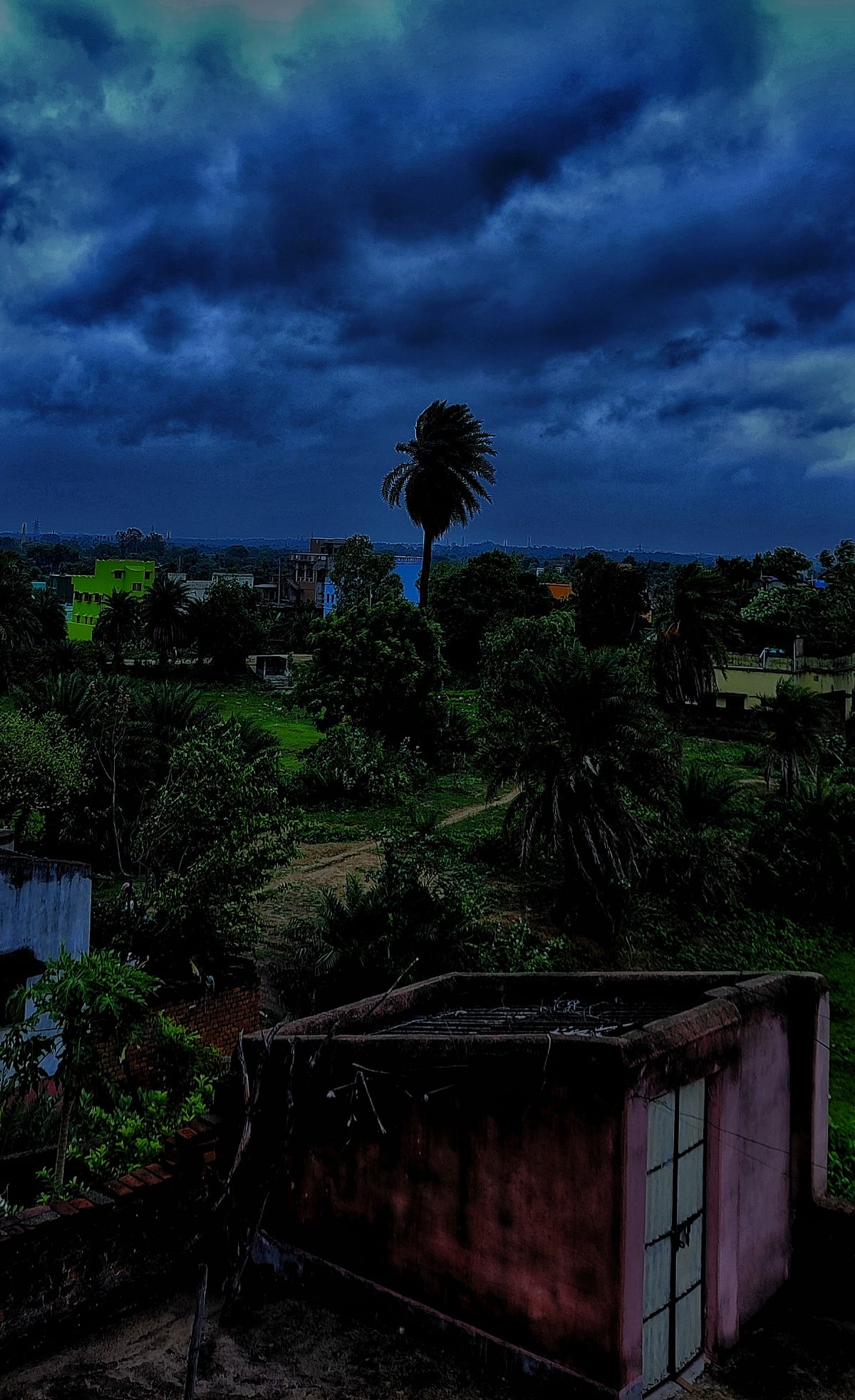 Strong winds blowing at 50-60 kmph has created panic amongst locals in Raghunathpur.