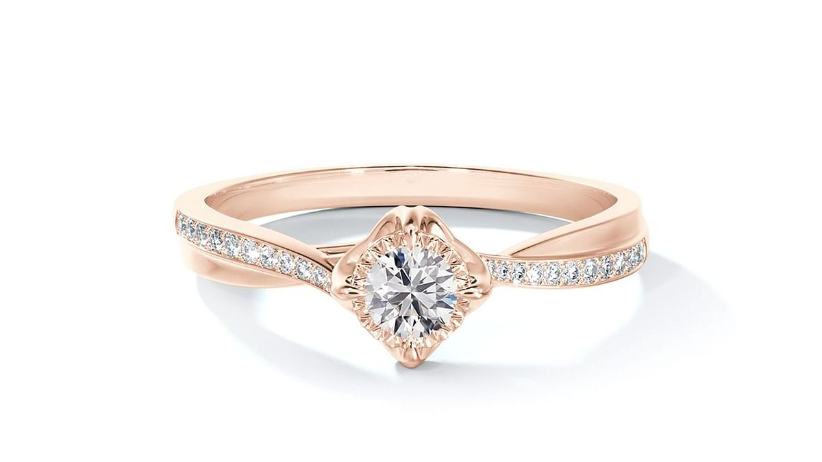 """<div class=""""paragraphs""""><p>The Icon collection is diverse in its designs, with responsibly sourced diamonds at their heart.&nbsp;</p></div>"""