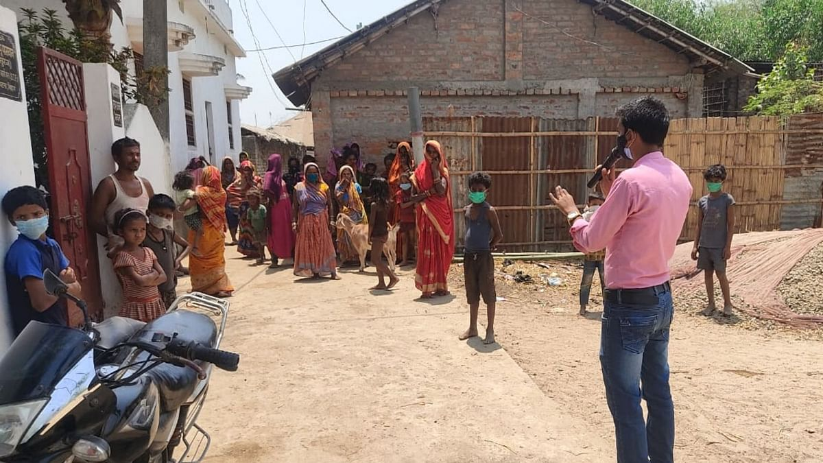 Volunteers are visiting villages in Bihar making announcements  about COVID-related SOPs.