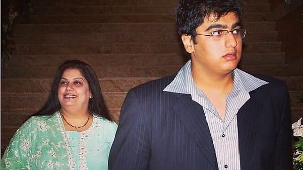 """<div class=""""paragraphs""""><p>Arjun Kapoor and late mother Mona Shourie</p></div>"""