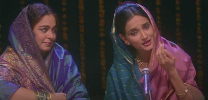 "<div class=""paragraphs""><p>Kirron Kher as Sardari, and Rajeshwari Sachdev as Sakina in 'Sardari Begum'</p></div>"