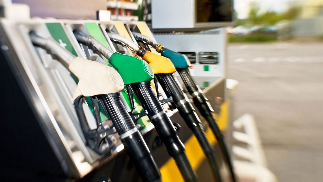 Maha Joins Rajasthan, MP in Crossing Rs 100/L Mark in Fuel Price