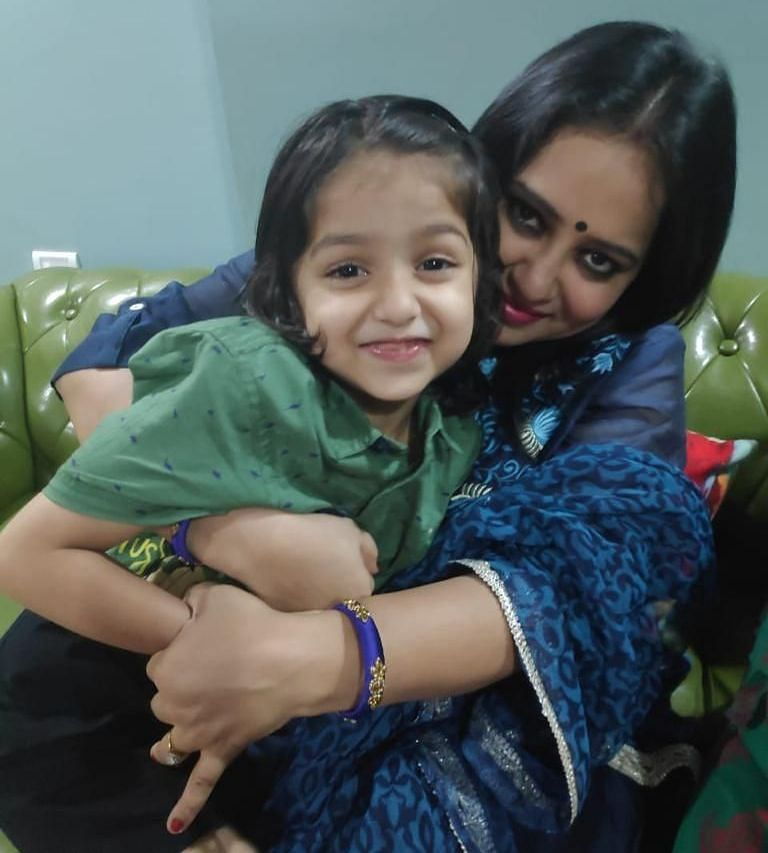 Writer Bandana Tiwari with her daughter<i>.</i>