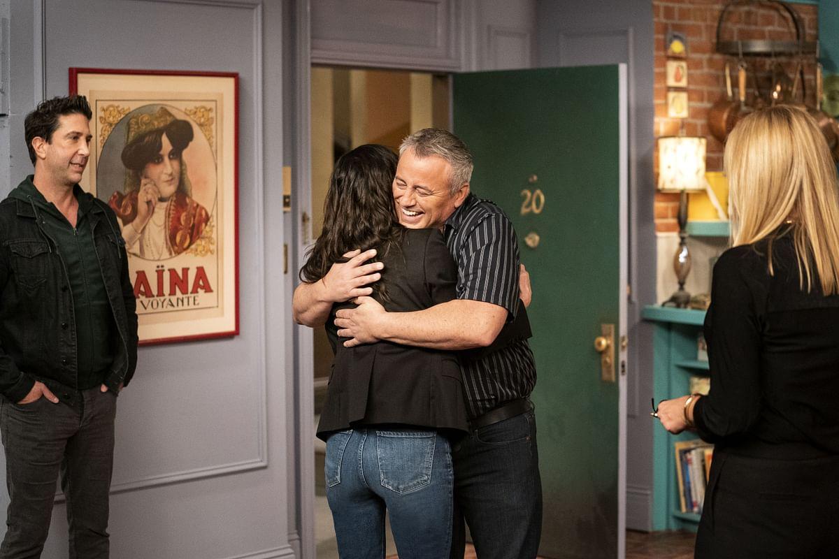 The cast of <i>Friends</i>&nbsp;reunites at the recreated set.