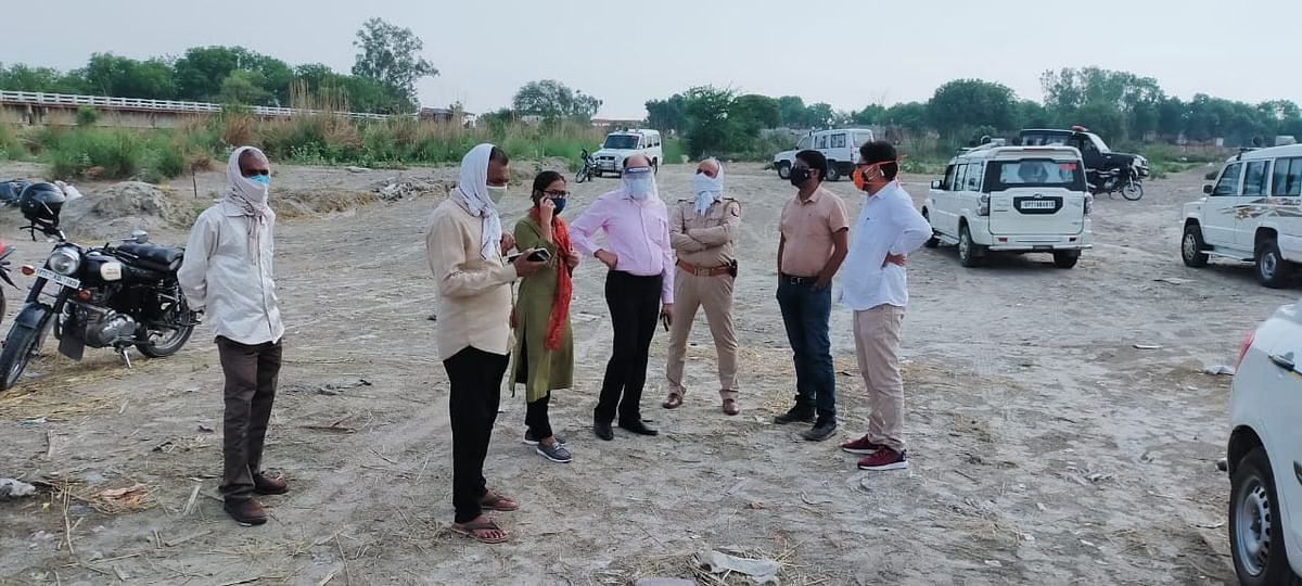 Local authorities, including the sub-divisional magistrate, on the ghats on the morning of 13 May inspecting the site.