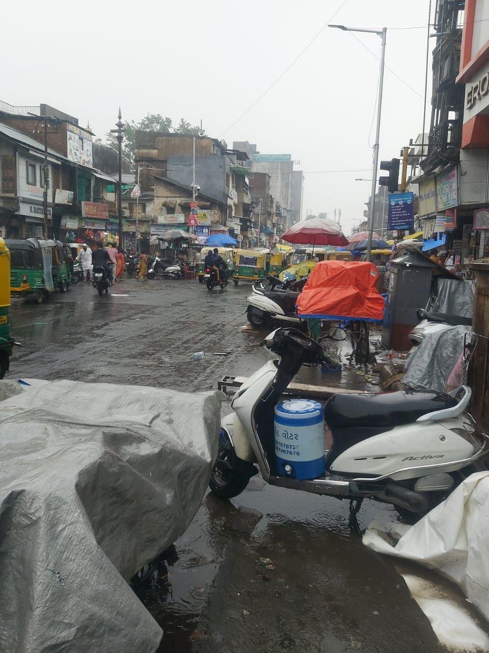 Bustling market in Ahmedabad.