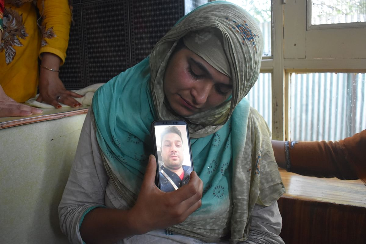 """Asiya Begum, (Manzoor's wife) is inconsolable, """"I want dead body for dead body. I want to see the dead body of the person who killed my husband. I am pregnant with his second child. Who will now take care of us?"""""""