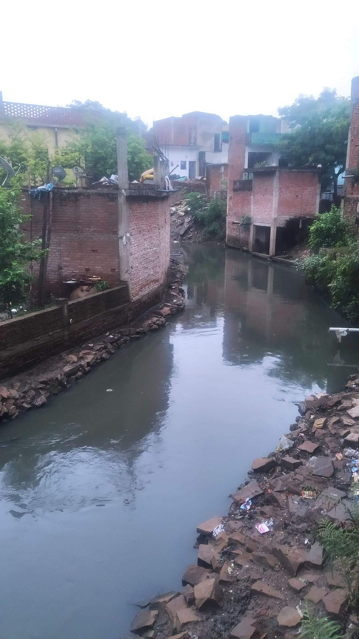 "<div class=""paragraphs""><p>Sewage mixes with the river.&nbsp;</p></div>"