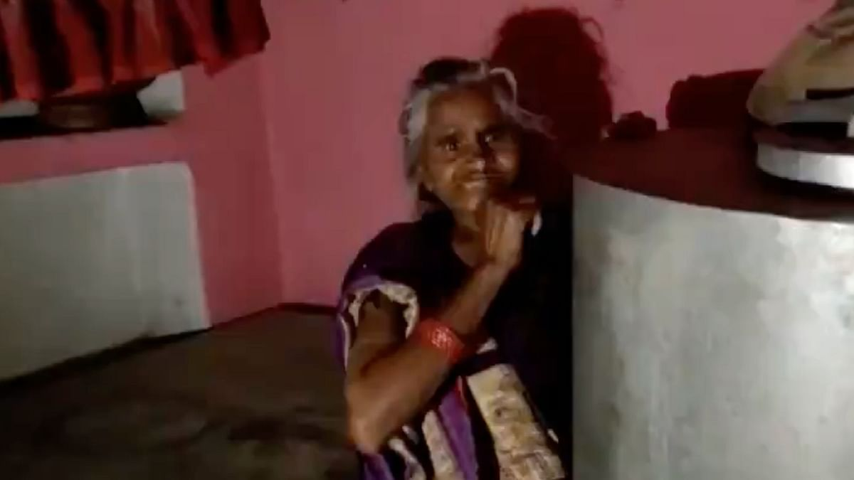 UP: Elderly Woman Hides to Avoid Taking COVID Vaccine Out of Fear