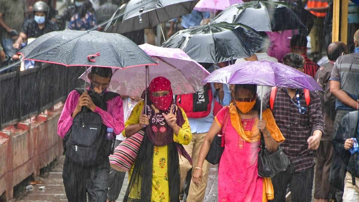 """<div class=""""paragraphs""""><p>Mumbai Rains Weather Forecast: Mumbai is expected to witness moderate rain, thundershowers in city and suburbs, with possibility of heavy to very heavy rain at isolated places, in the next 24 hours.&nbsp;</p></div>"""