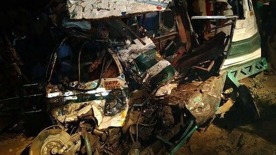"""<div class=""""paragraphs""""><p>Bus Accident in Kanpur.</p></div>"""