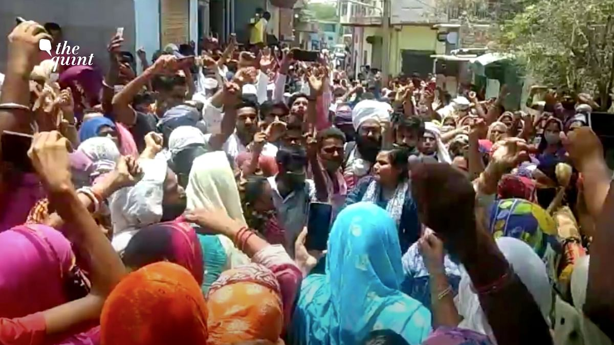 """<div class=""""paragraphs""""><p>Several reports of scuffle between Haryana Police and protesters emerged from the Khori Village.</p></div>"""