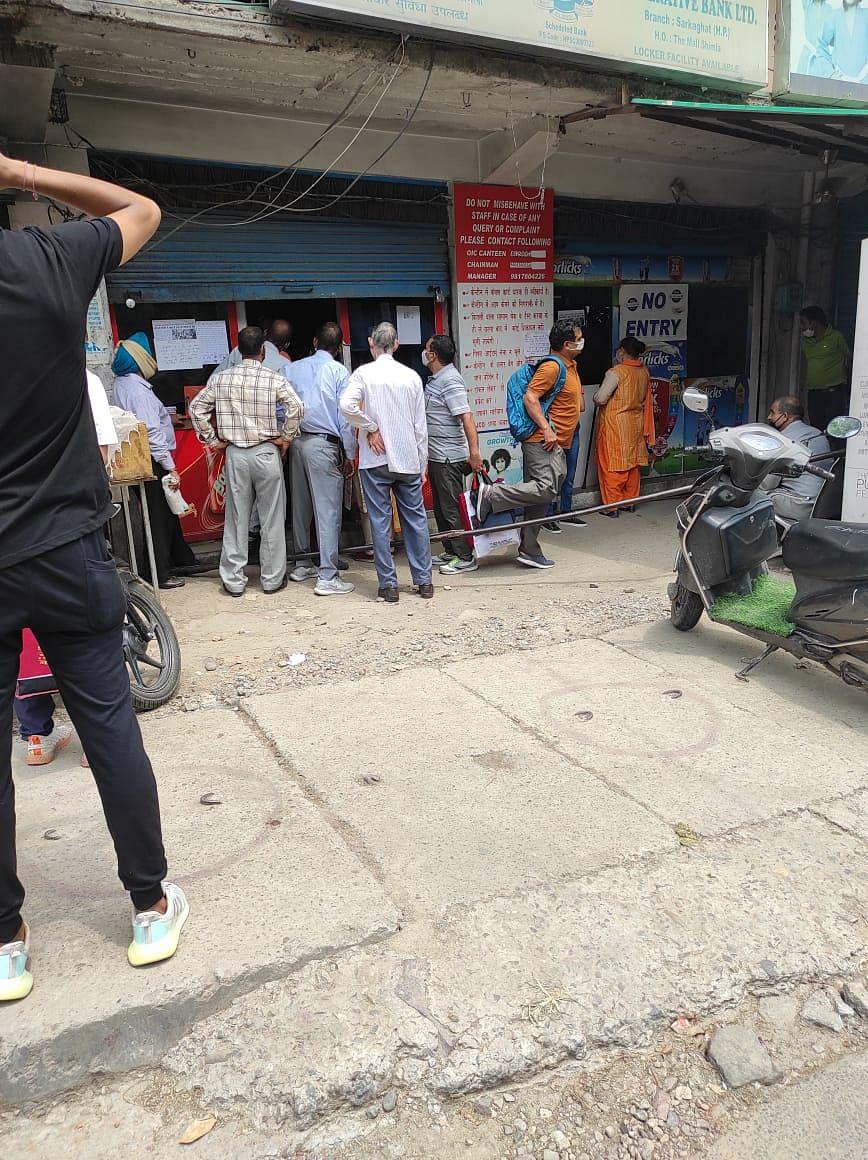 No social distancing visible outside a shop in Mandi.