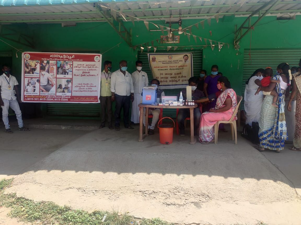 """<div class=""""paragraphs""""><p>There are three ambulances in the area, which the doctors use to visit villages and set up camps.</p></div>"""